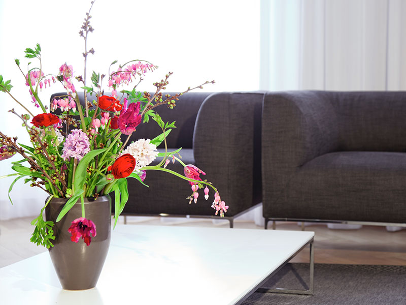 Blumenarrangement im Wartezimmer in Berlin