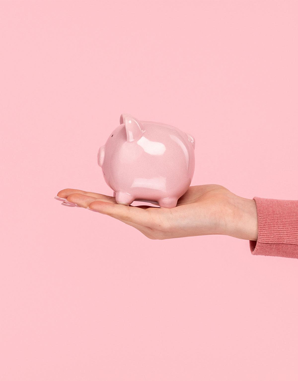 Rosa Sparschwein vor rosa Hintergrund